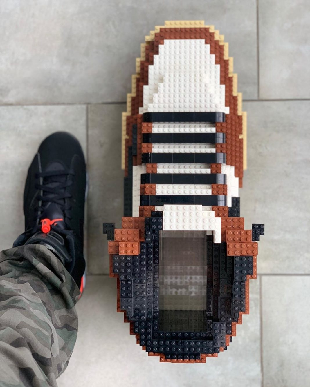 Sculptor @tomyoo23 has created a LEGO rendition of @travisscott's latest collab ...