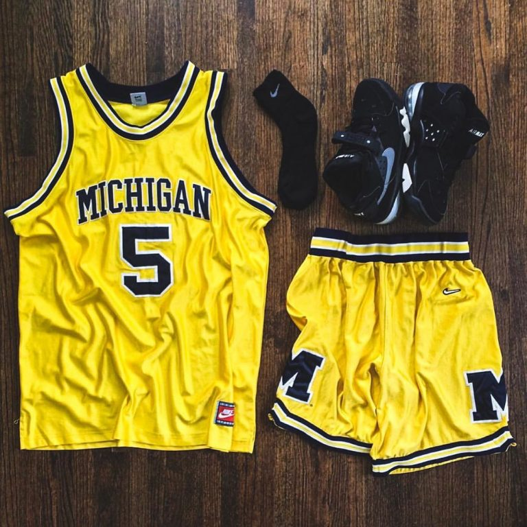 Is anyone more prepared for #MarchMadness than @regularolty?…